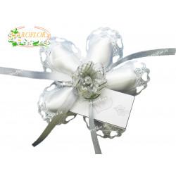 Coccarda 5 Petali Bianca con Fiore Argento e Confetti Orefice