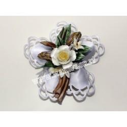 Bomboniera Segnaposto Coccarda con Fiore Tralcio in Ceramica tipo Capodimonte Rosellina 9 cm
